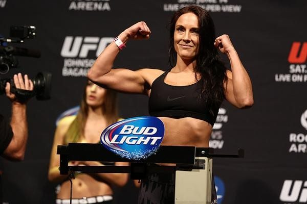 Valerie Letourneau Discusses Wardrobe Malfunction At Ufc Fight Night 89